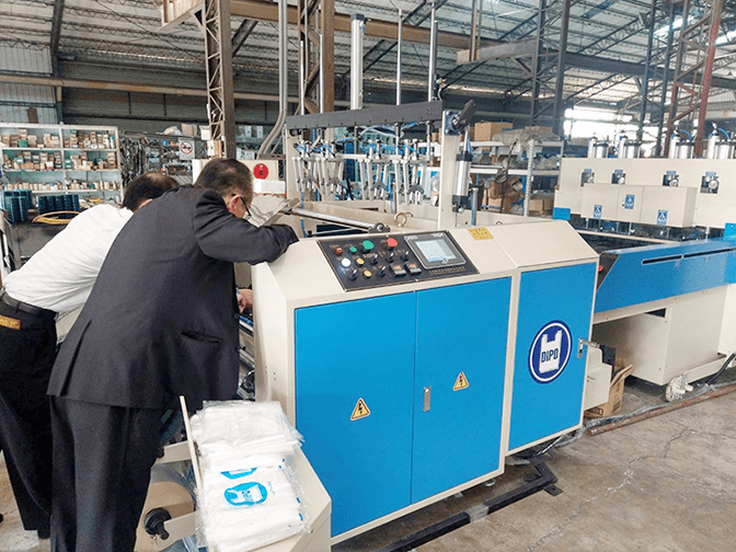 Japanese plastic bag industry, the top 100 plastic bag making factory president and bag making machine professional engineer made a special trip to Dipo Plastic Machinery Factory.