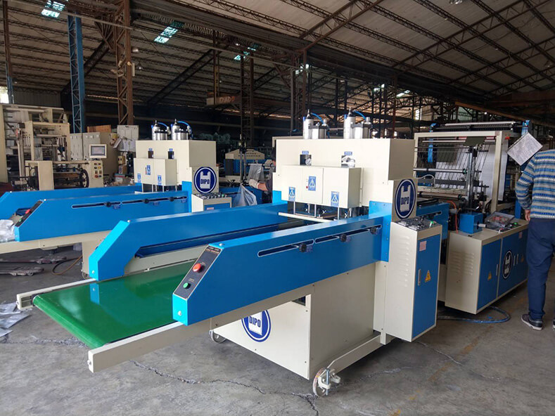 Dipo Plastic Machinery Factory made every effort to improve the production quality of plastic bags and the production of shopping bags for customers of Vietnam Plastic Bag Factory.