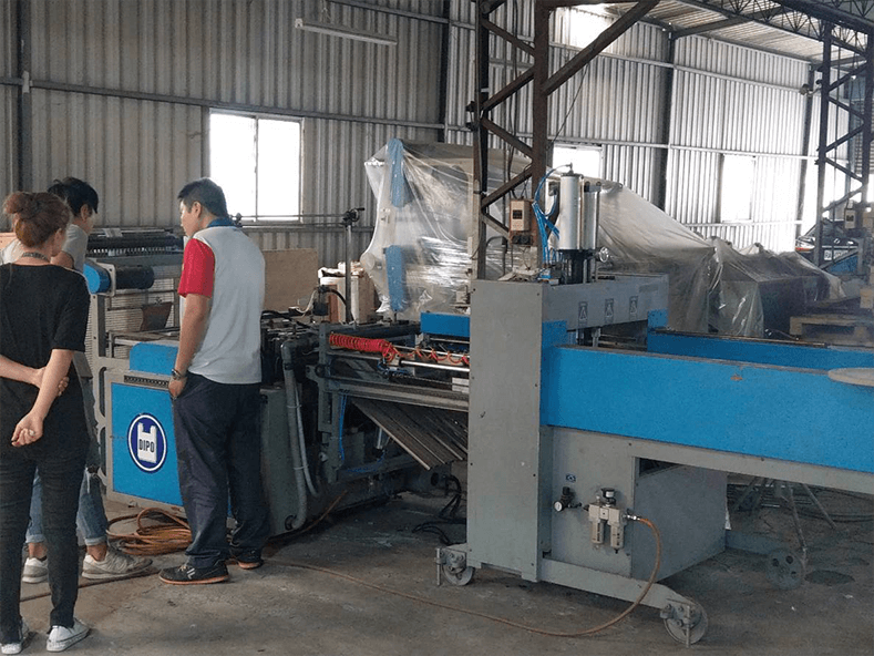 DIPO Plastic Machinery Factory 2018-2019 bag making machinery design is fully oriented towards the development of automatic and environmentally friendly plastic bags.