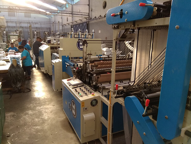 Top three plastic bag production plants in Indonesia improve the quality of T-shirt bag and fully automated production of shopping bags.