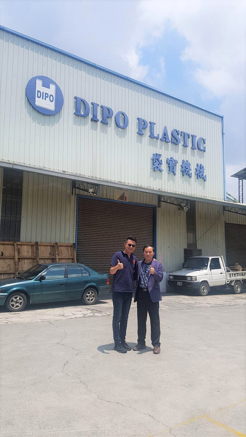 Welcoming A South Korean Customer To Our Factory.